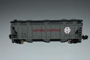 N Scale Bachmann Koppers Plastics 3-Bay Covered Hopper 1088 C15082