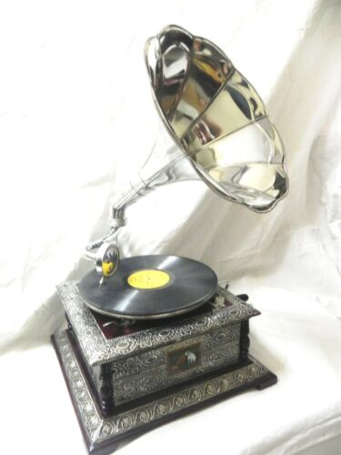 ANTIQUE GRAMOPHONE PHONOGRAPH CRAFTED MACHINE WITH PLAIN STEEL HORN