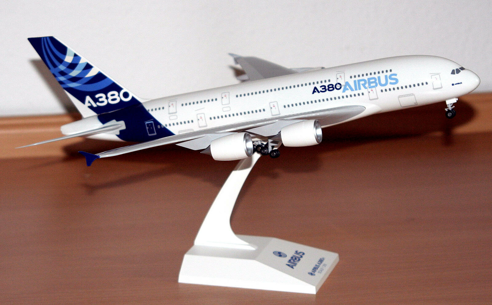 Airbus House color A380-800 1 200 SkyMarks Modell SKR380 NEU A388 Werksfarben