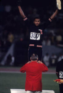 OLD-LARGE-PHOTO-USA-athletics-great-1968-Mexico-Olympic-Gold-Tommie-Smith-30