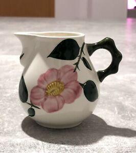 Villeroy-amp-Boch-Milchkanne-Milchkaennchen-Wild-Rose-mit-Henkel-Vintage-9cm