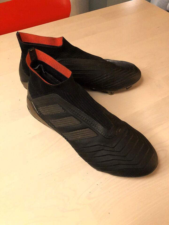Fodboldstøvler, Predator - CM 7393 - firm ground, Adidas