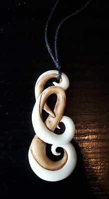 Maori Carving 6cm Bone Knochen Hei Matau Fish Hook Surfer Anhänger Neuseeland Um Eine Hohe Bewunderung Zu Gewinnen Und Wird Im In- Und Ausland Weithin Vertraut.
