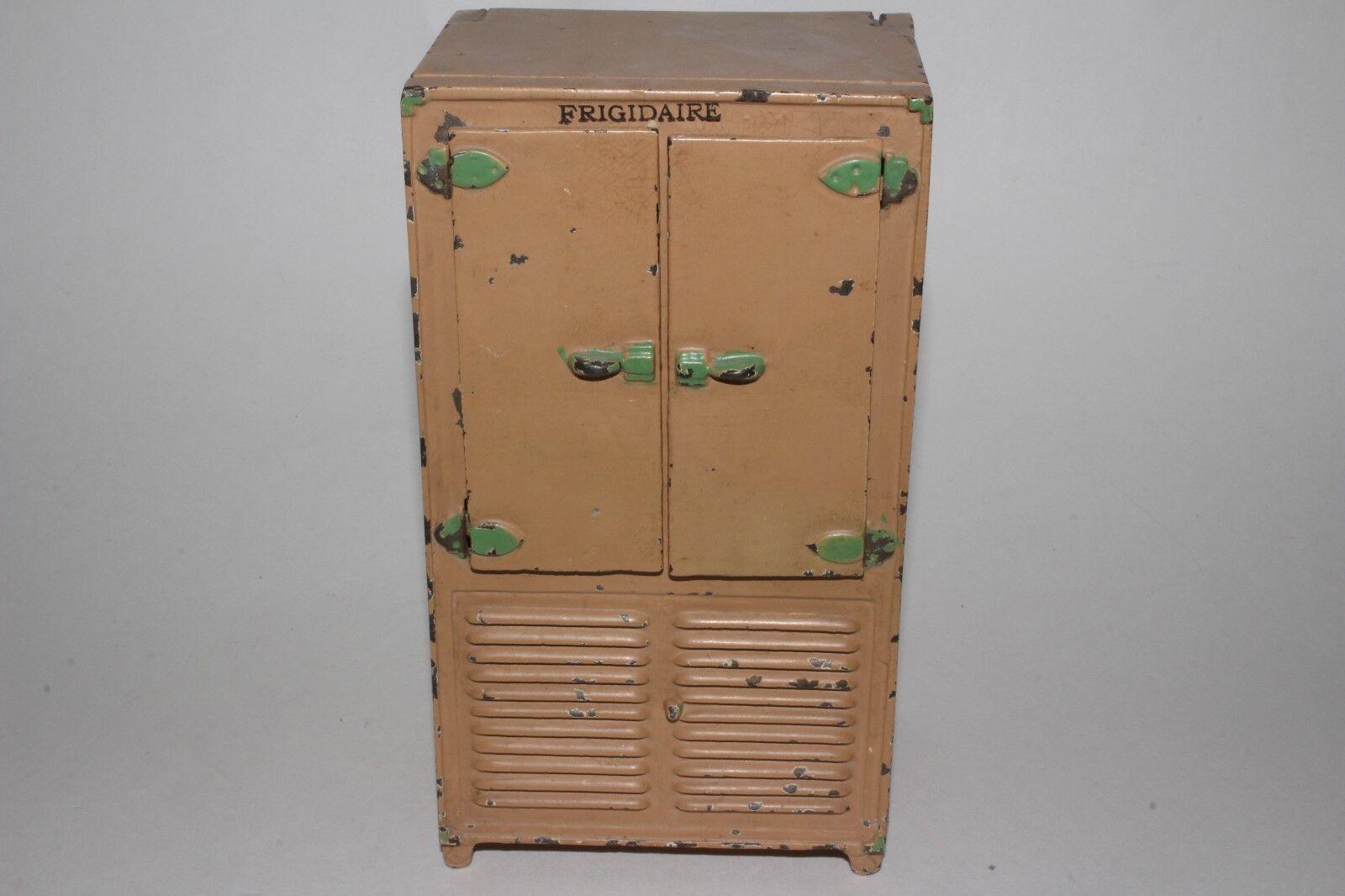 1920's Arcade Toys Cast Iron  Fridgidaire  Refrigerator, Nice Original