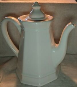 Pfaltzgraff-USA-Heritage-White-Coffee-or-Tea-Pot-550-approximately-9-inches-tall
