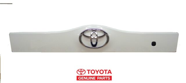 Genuine Toyota Prius Super White Lift Gate Garnish Handle Trim  OEM OE NEW