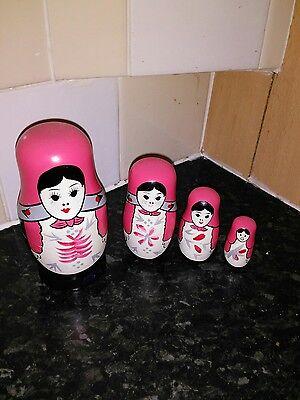 Bambole Russe A Matrioska-mostra Il Titolo Originale