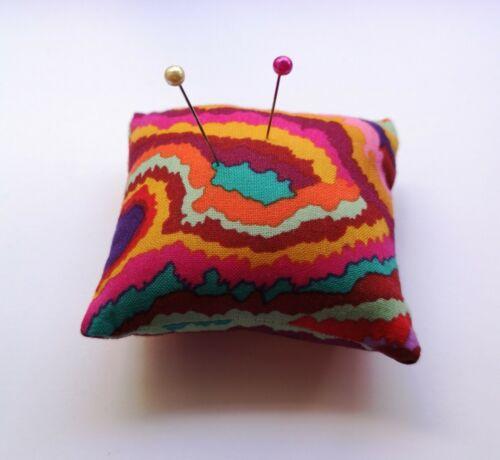 """Kaffe Fassett Jupiter Multi Tissu Mini Pin Cushion 3/"""""""
