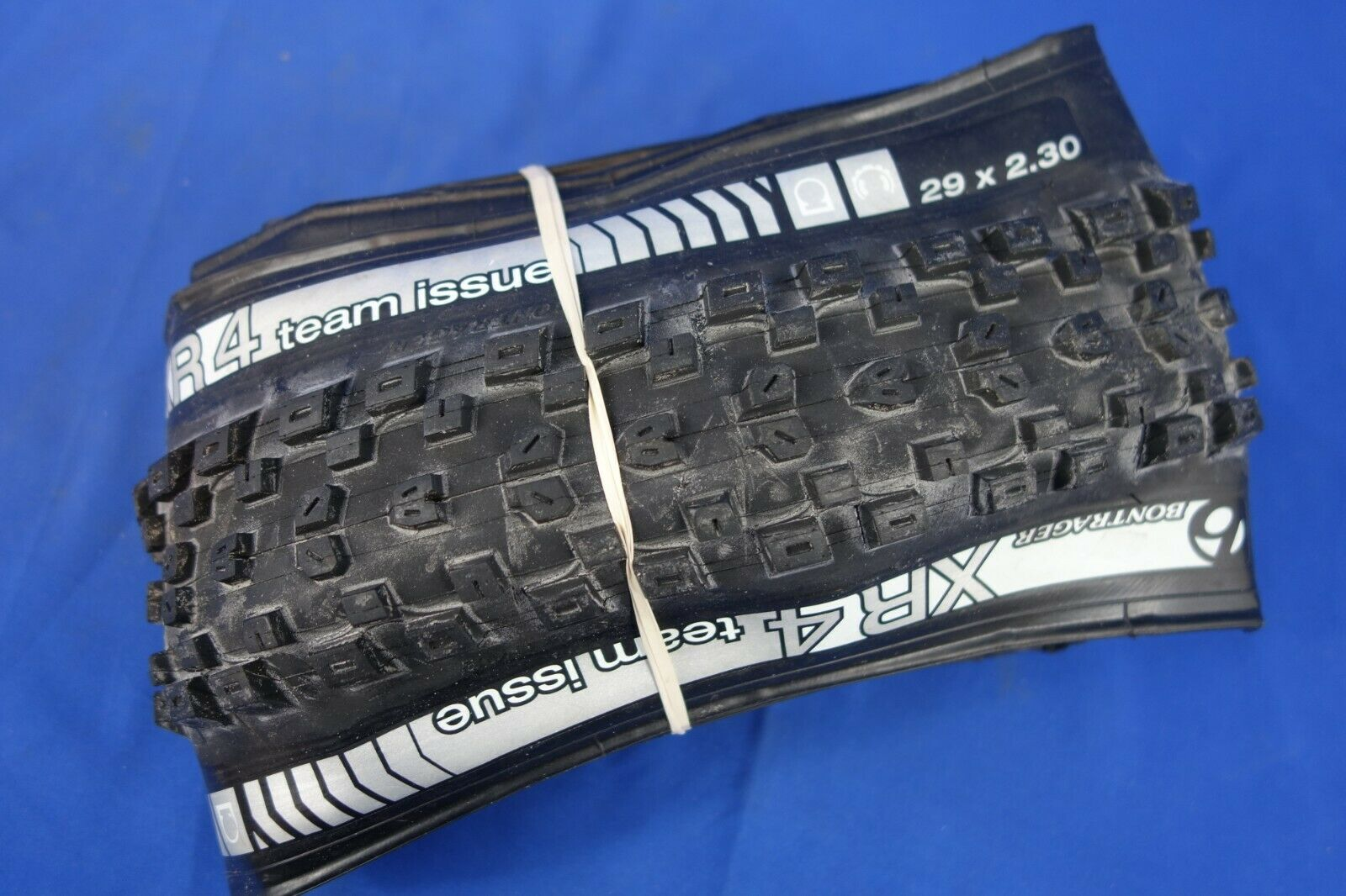 "NEW Bontrager SE4 Team Issue Tire 27.5 x 2.40/""  650b TLR"