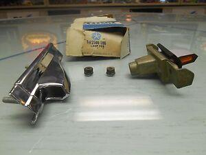 1966-Chrysler-L-F-Fender-Mounted-Turn-Signal-Assembly-NOS-PN-2586595-W-Orig-Box
