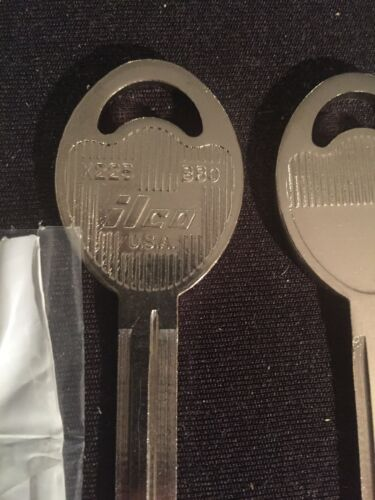 Set of 2 key blank  uncut blade Geo Prizm 1993-2002    X225 B80 Ilco