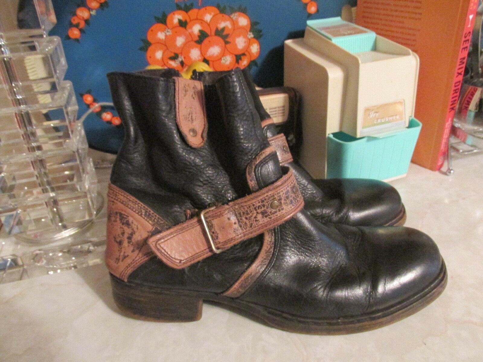 Bed-Stu-DISTRESSED Mens-9- Black with brown harness side zip boots