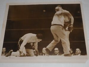 Joe Louis being Separated by the Judge a bloodied Arturo Godoy 1940 type 1 photo