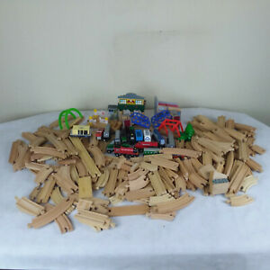 Wooden-Train-Track-Magnetic-Trains-Thomas-Melissa-Doug-150-Pieces