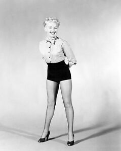 "BETTY GRABLE 8/"" X 10/"" glossy photo reprint"