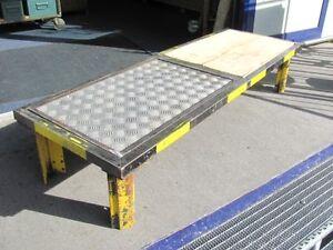 Sofa tisch im industriedesign tisch lowboard metall for Sofa industriedesign