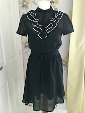 Poste Mistress Nero & Bianco Ruffle anteriore Tea Dress – UK 8