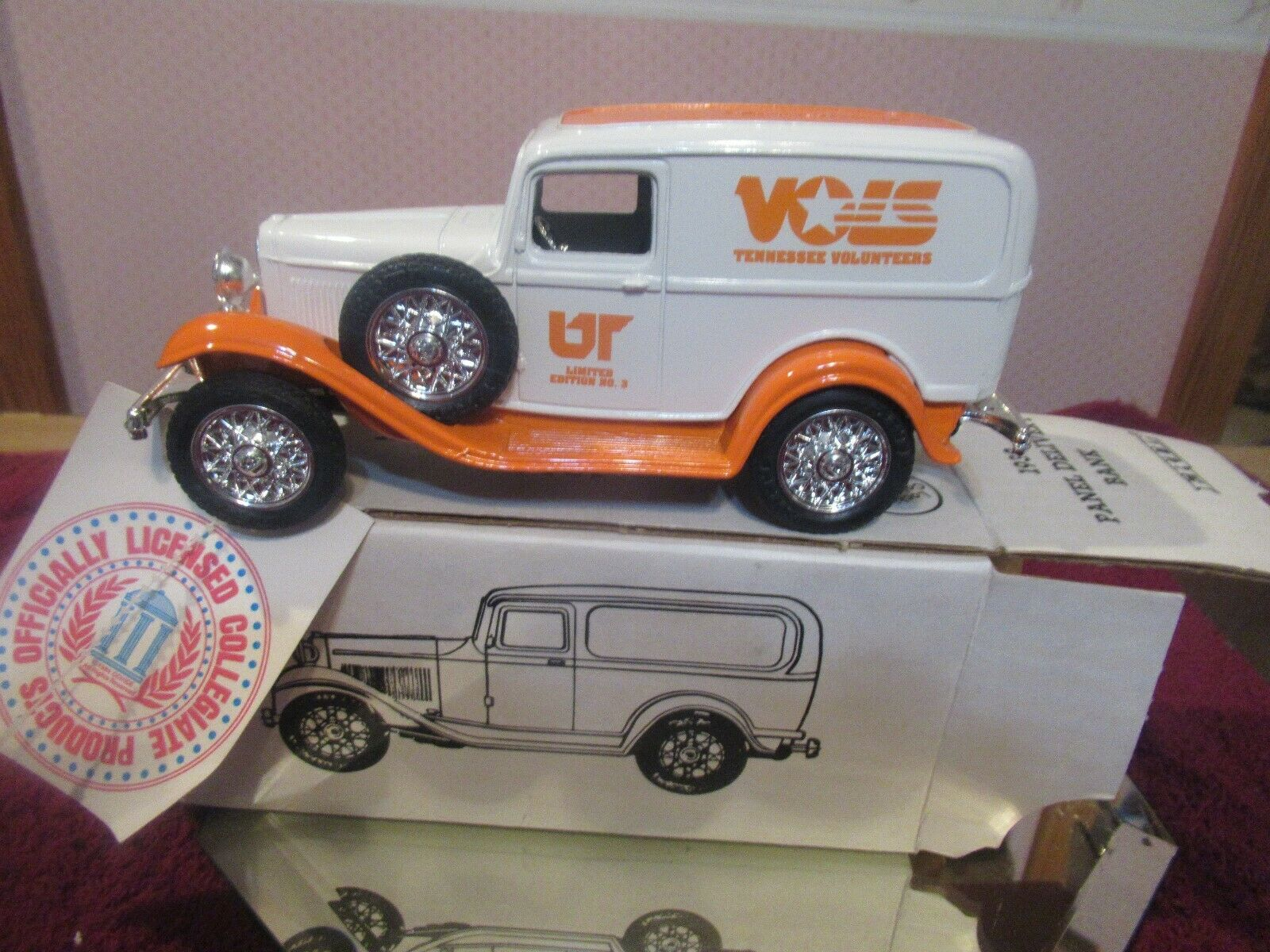 VINTAGE TENNESSEE VOL S DIE CAST OF 19 1932 1932 1932 FORD DELIVERY PANEL BANK MINT    5e1d44