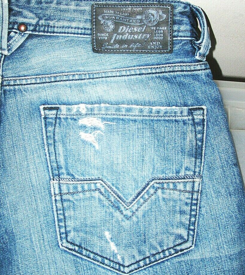 HOT 100% AUTHENTIC Men's DIESEL @ LARKEE 73W STRAIGHT LEG DISTRESS Jeans 32 x 31