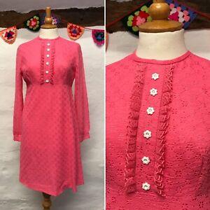 ORIGINAL-VINTAGE-BRIGHT-PINK-60s-SHIFT-DRESS-SIZE-10-LACY-FLOWER-BUTTONS-MOD
