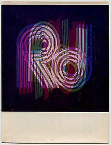 Photo Couleurs - Initials - Pop - Tirage argentique d'époque 1960 - - France - Type: Tirage argentique Couleur: Noir et blanc Format (cm): 18 x 23,8 Nombre de pices: 1 Période: De 1940 1990 Authenticité: Tirage original - France