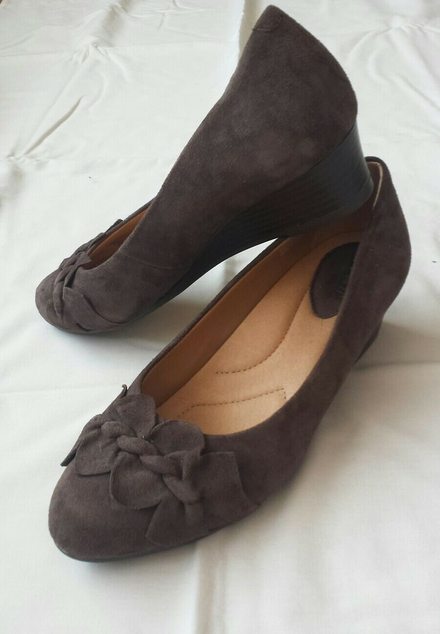 Women's Earth suede leather wedge shoes dark taupe color size UK 6   8 D BNWOB