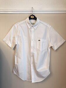Lacoste-homme-blanc-shirt-a-manches-courtes-en-coton-a-col-logo-sur-le-devant-taille-S-M