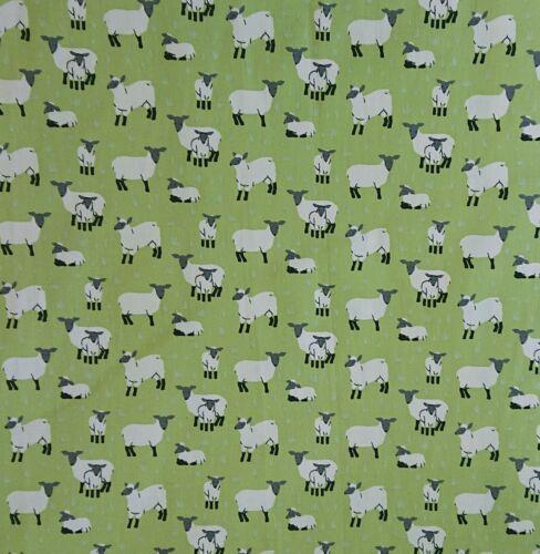 Lucy agneau vert 100/% coton popeline robe Bunting Craft Nouveauté Tissu largeur 150 cm