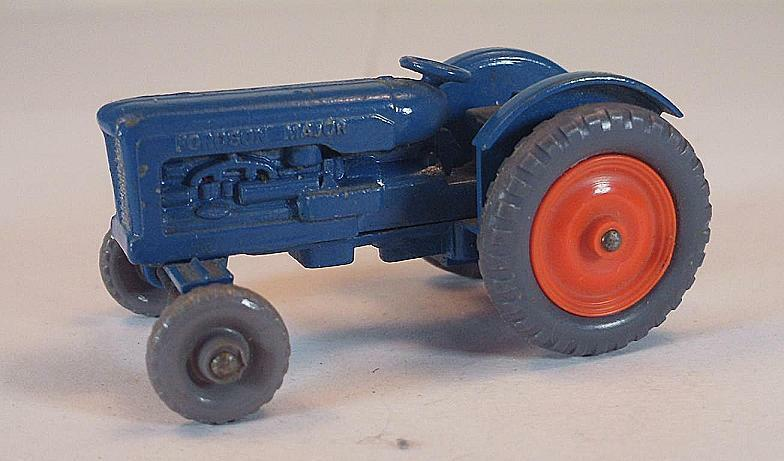 Matchbox Regular Wheels No 72 a Fordson Tractor bluee orange GPW Lesney 2