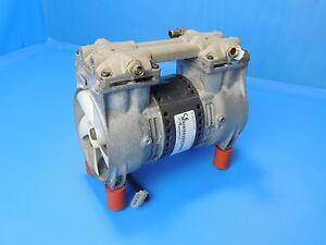 Bomba de vacío//compresor Thomas bomba 2650chi39-758 factura incl.