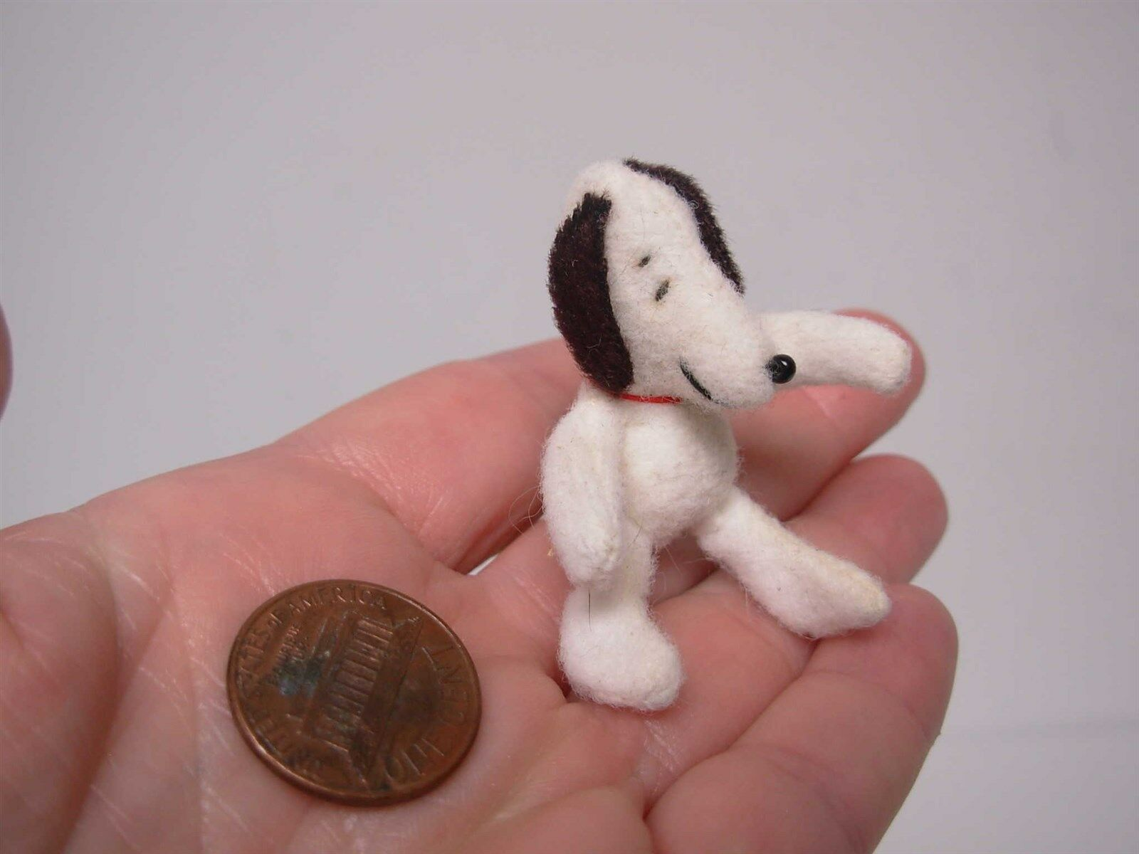 OOAK ARTISAN DOLLHOUSE MINIATURE HAND STITCHED Weiß SITTING SNOOPY DOG