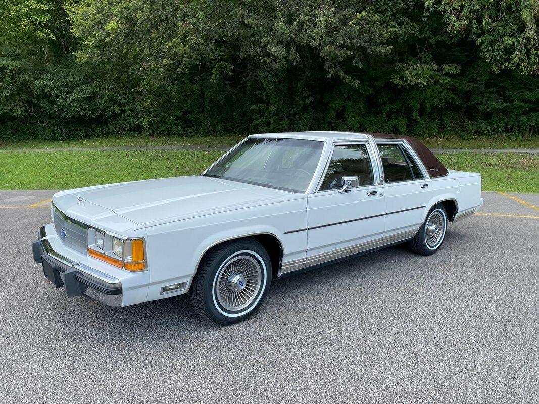 1989 Ford LTD Crown Victoria 4dr Sedan LX