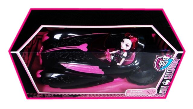 RARE MONSTER HIGH SWEET 1600 DRACULAURA DOLL AND ROADSTER GIFT SET -BNIB