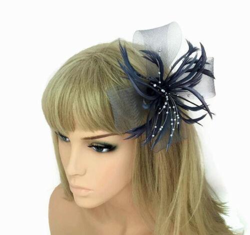 Superbe Gris Argenté Fleur Fascinator Pince à cheveux avec perles et plumes