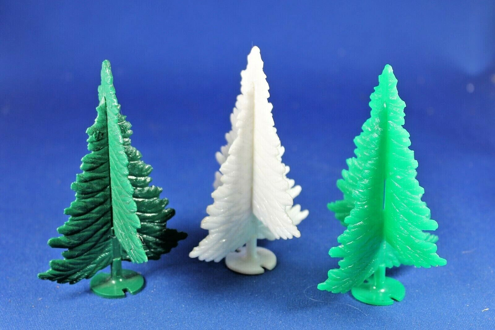 Plasticville - O S TR-6  - 3 Spruce Trees - WHITE & Green - Excellent+++