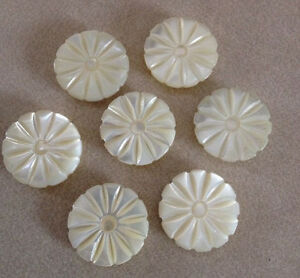 Lot of 7 Vintage Genuine Mother of Pearl Flower Floral Shank Buttons 1.75cm