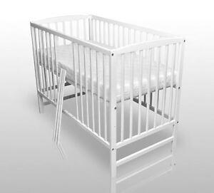 babybett kinderbett gitterbett wei vollmassiv neu 120x60cm inkl matratze ebay. Black Bedroom Furniture Sets. Home Design Ideas