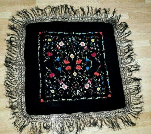Women's VTG. Unbranded Beautiful Embroidered Piano Scarf Fringed Shawl 48 x 50