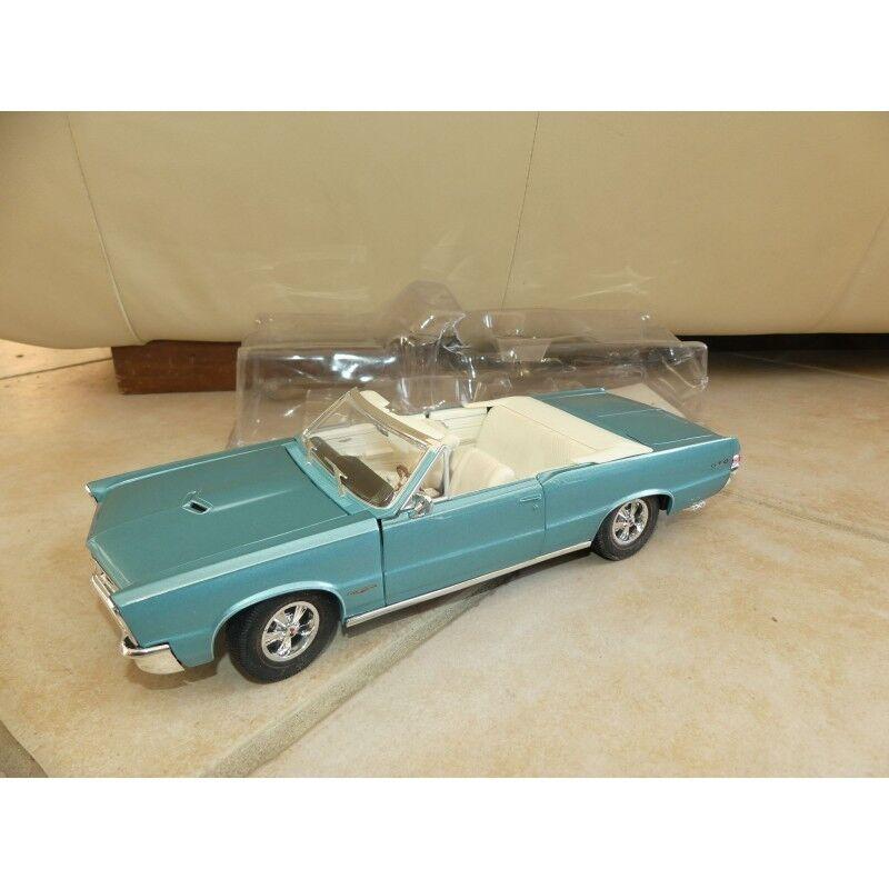 PONTIAC GTO CABRIOLET 1965 blue MAISTO 1 18 sous coque