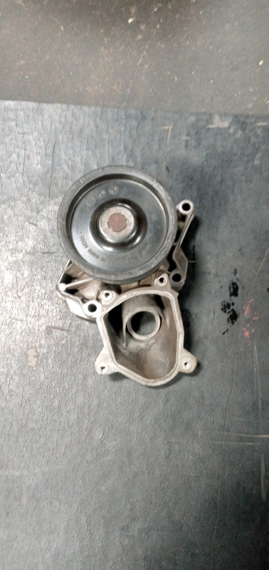 BMW E90 330D M57 WATER PUMP FOR SALE