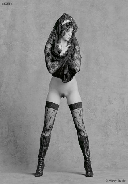 Fine Art Nude Model, signed b&w photo by Craig Morey: Leanan 45.13