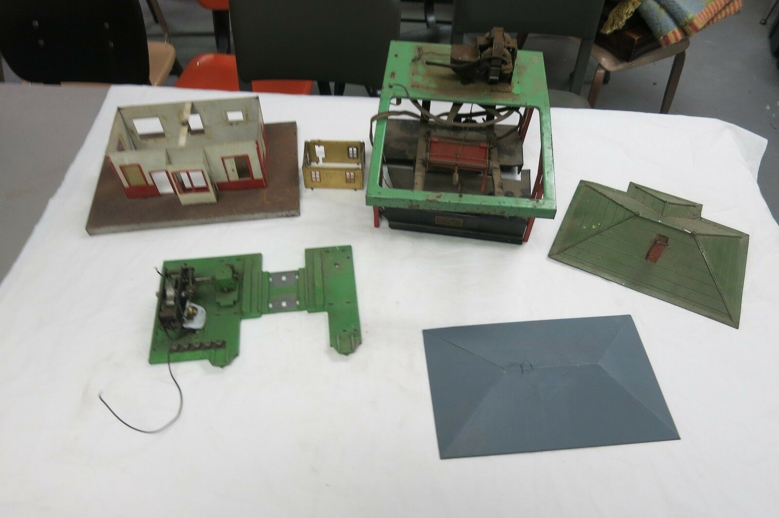 Vintage 1950's Gilbert American Flyer TRAIN LOT ROOFS,BUILDING,SWITCH YARD PARTS