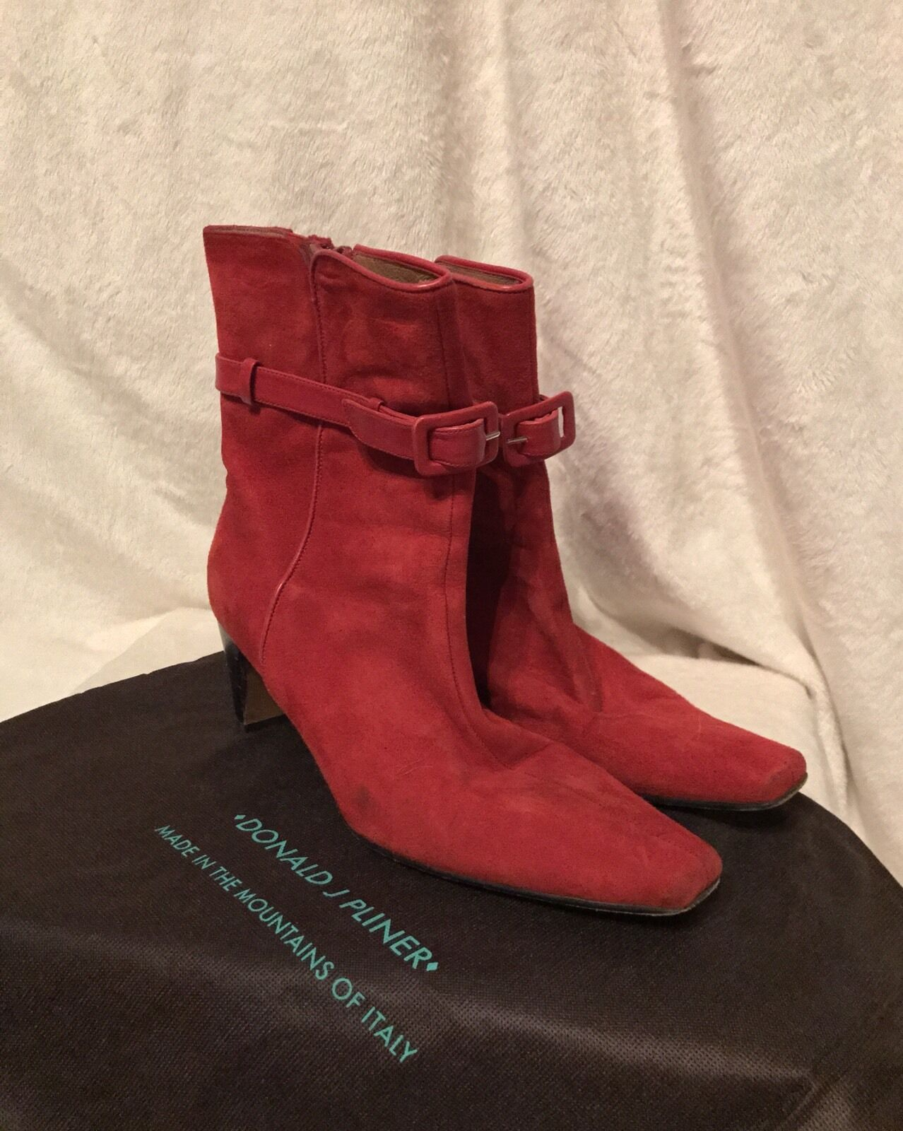 DONALD J PLINER ROT Suede Buckle Zipper Ankle Booties Schuhes, 8.5