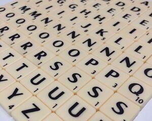 Scritta di piastrelle con lettere prosciutto u foto stock