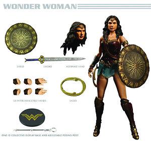 Mezco One: 12 Figurine d'action cinématographique Wonder Woman Dc, neuf dans l'emballage d'origine