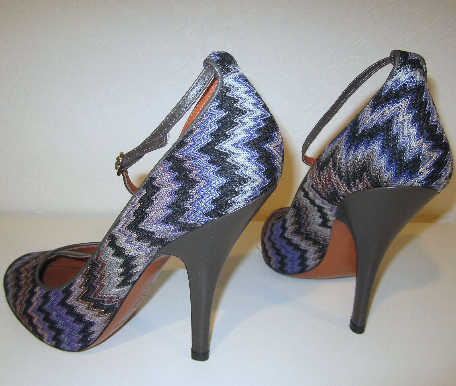 Missoni Rashel Serpiente T-Strap Tacones Tacones Tacones Talla 40 9 Nuevos Zapatos De Crochet Zigzag púrpuraa  725 5669c1