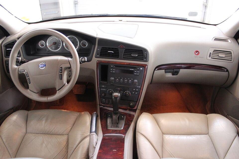 Volvo V70 2,4 140 Momentum aut. Benzin aut. Automatgear