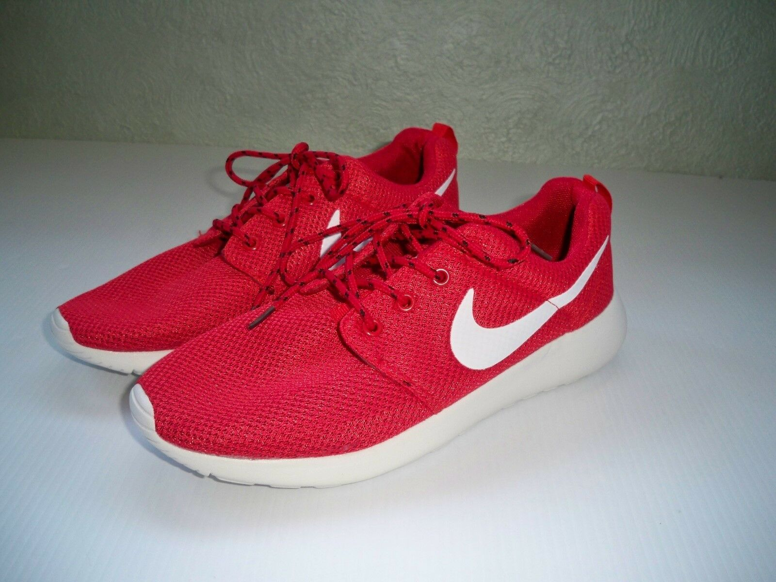 Nike Roshe running shoes 2018 red white logo mens SZ 8.5 EXCELLENT