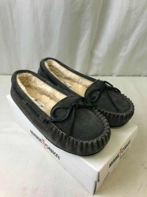 Minnetonka Women's Cally Slippers Grey Size 8
