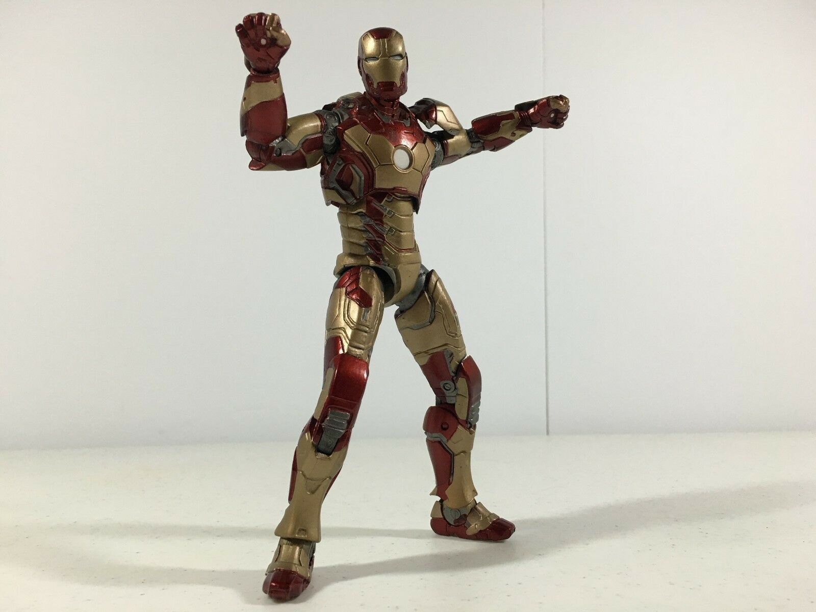 Iron Man 3 Mark 42 42 42 Diamond Select Marvel Avengers MISSING RIGHT SHOULDER PAD 029612
